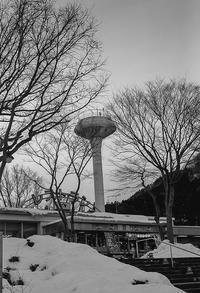 凍結しないよう気合を入れるSAの給水塔 - Film&Gasoline