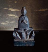 木彫合掌仏/弥生3月・2018幾一里カレンダーより - 京都の骨董&ギャラリー「幾一里のブログ」