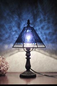 ブルーのランプ - ルームシューズを作るゥ。。ステンドグラスも作る。