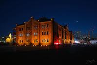 夜の赤レンガ倉庫 - N.Eの玉手箱