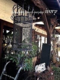 """""""出会いと別れの季節"""" -  Flower and cafe 花空間 ivory (アイボリー)"""