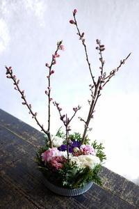 ひな祭りにタルト型アレンジメント。新琴似7条にお届け。2018/02/27。 - 札幌 花屋 meLL flowers