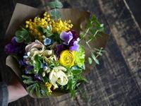 3年めのご結婚記念日にミニブーケ。お手持ちのアアルトベースに合うように。2018/03/03。 - 札幌 花屋 meLL flowers