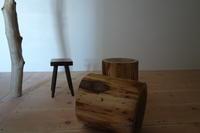 輪切り 椅子 杉丸太 - SOLiD 「無垢材セレクトカタログ」/  材木屋:新発田屋(しばたや)
