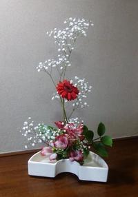 お気に入りのカスミソウと我が家の梅開花 - 活花生活(2)
