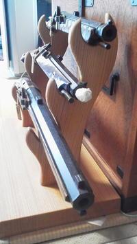 短銃掛け の 納品 - 手作り家具工房の記録