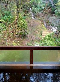 部屋から夫婦滝 - 金沢犀川温泉 川端の湯宿「滝亭」BLOG