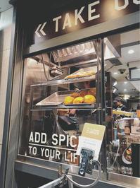 おしゃれカレーパン、揚げたてを狙って食べたいね。:J.S. CURRY 渋谷文化村通り店 - あれも食べたい、これも食べたい!EX