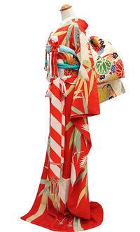 真っ赤に映える竹鶴の図引き振袖 - それいゆのおしゃれ着物レンタル