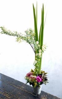 南3西7にオープンの鉄板焼のお店にアレンジメント。2018/03/10。 - 札幌 花屋 meLL flowers