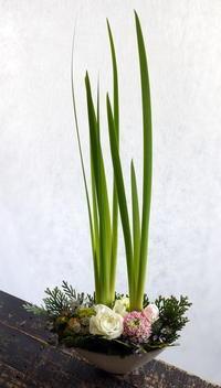 「3.11」の追悼の意味を込めて、南3条の飲食店様のカウンターに飾るアレンジメント。2018/03/11。 - 札幌 花屋 meLL flowers