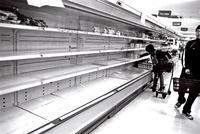 <東京の3.11 スーパーの棚>2011年3月 練馬区 - 写真家藤居正明の東京漫歩景
