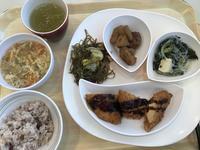 今日も社食の地味なランチ - よく飲むオバチャン☆本日のメニュー