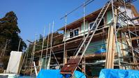 【末吉の家・・・瓦工事が進んでいます】 - 木楽な家 現場レポート