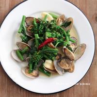 ちゃちゃっとアスパラ菜とあさりのペペロンチーノ - ふみえ食堂  - a table to be full of happiness -