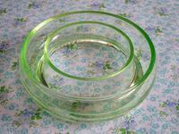 ウラン・ガラスのリング状花器 -  Der Liebling ~蚤の市フリークの雑貨手帖2冊目~