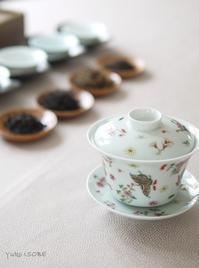 花蝶の茶器を愛でながら - お茶をどうぞ♪