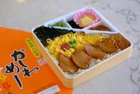 「宮崎・都城食べ歩きいろいろせとやま弁当かしわめし、田中フルーツいちごパフェ、地頭鶏げんの鶏刺」 - じぶん日記