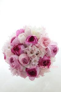 ピンクのブーケ アニヴェルセル豊洲さまへ  ばらとさくら(デルフィニウム)で - 一会 ウエディングの花