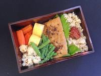 3/26メカジキの生姜味噌漬け弁当 - ひとりぼっちランチ