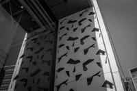 2018年4月3日くり抜かれた多角形が跳梁跋扈する壁の実像と虚像 - Silver Oblivion