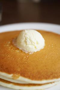 気持ちの良い朝だ、美味しいパンケーキで朝食だ、ヤッケブース - ちゅらかじとがちまやぁ