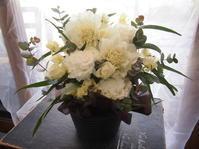 フラワールーシュお花の会☆4月レッスンお知らせ【ホワイト&グリーンアレンジ】 - ルーシュの花仕事