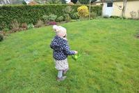 娘がお庭でイースターの卵探し☆ - ドイツより、素敵なものに囲まれて②