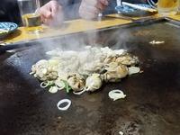 牡蠣を鉄板で焼いて@今池屋 - 牡蠣を煮ていた午後