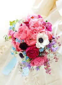クラッチブーケ 明治記念館様へ シャクヤクとアネモネ、かっこよく! - 一会 ウエディングの花