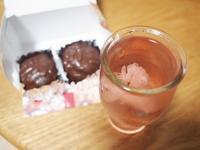 桜の花入り、五一ワイン「花の想いで」ロゼ + ラムボール - 某の雑記帳