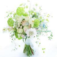 クラッチブーケ 八芳園さまへ、二次会のドレスにもあうように一つのブーケで - 一会 ウエディングの花