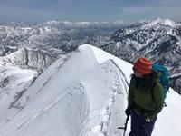 越後駒ヶ岳の黒いシュプールと元気なおじさん - じゅんりなブログ