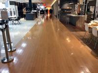 LIXILショールームに来てます。天井にも床同様フローリングが張られています。 - 設計事務所 arkilab