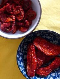 細長いのと丸いドライトマト (Pomodori secchi) - エミリアからの便り