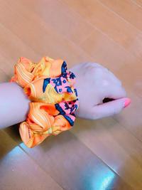エルメスのスカーフでシュシュ作ってみました♡5分でできました!!笑糸は敢えて白で♪白と言うよりベージュかな?? - Konhiichi's Blog