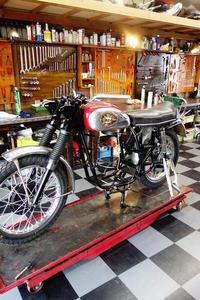 1968BSA A65 エンジン腰下搭載・プライマリー周り - Vintage motorcycle study