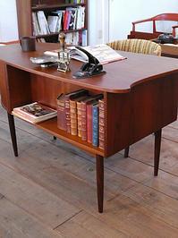 Desk - hails blog
