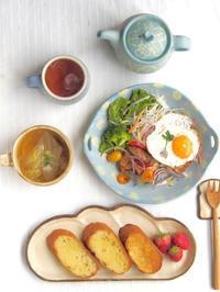 コッペパン皿で朝ごはん - 陶器通販・益子焼 雑貨手作り陶器のサイトショップ 木のねのブログ