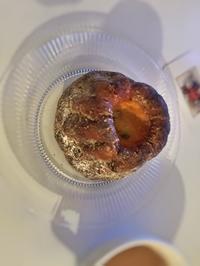 C'est la première fois que j'ai un mangé Kouglof... はじめてのクグロフ - mimi,jean,petite capi et mon chapeau*パリの日々