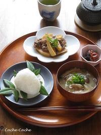 一汁一菜。筍と牛肉の甘辛煮、塩むすび、お味噌汁~お気に入りの塩~ - Cache-Cache+