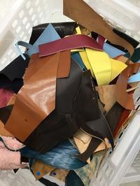 革のハギレ(端革)の処分 - 「フローリストケース」いかが?加茂のへんてこ美容室