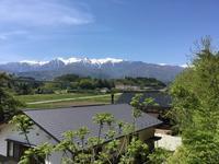 雨の翌日は山々が綺麗 - 蔵カフェ飯島茶寮