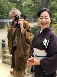ムッシュ・ヴァンソン&マダム由美@兼六園 - お花に囲まれて