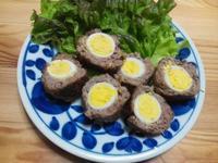 うずらの卵で、ミニスコッチエッグ - Minha Praia