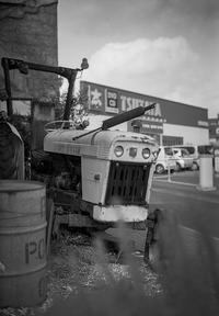 Tカードを忘れて色を失った英国製トラクター - Film&Gasoline