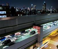 ゴールデンウイーク、夜の高速道路 - のんびり街さんぽ