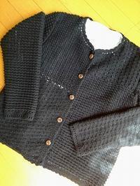 黒カーディガンが編みあがりました - ニットの着樂