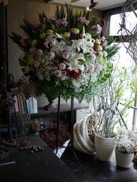 ご葬儀のスタンド花。2018/04/25。 - 札幌 花屋 meLL flowers