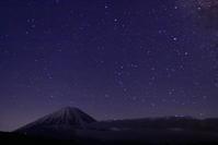 30年4月の富士(29)西湖の天の川と富士 - 富士への散歩道 ~撮影記~